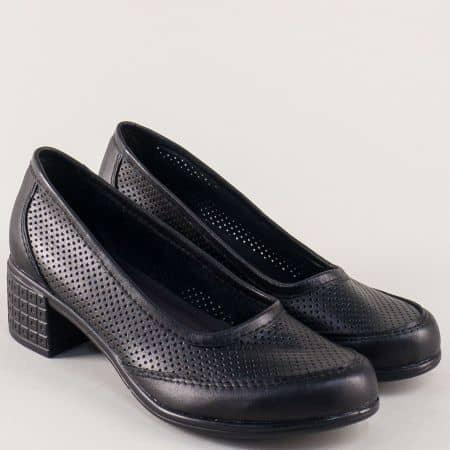 Перфорирани дамски обувки на среден ток в черен цвят 2627251ch