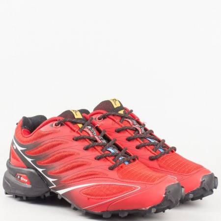 Дамски маратонки за спорт на грайферно ходило с връзки в червен цвят 263916-40chv