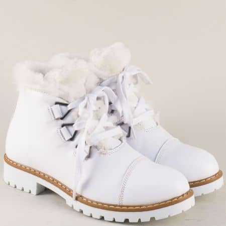 Бели дамски боти от естествена кожа на стабилно ходило 270b