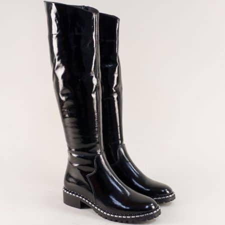 Дамски ботуши на нисък ток от естествен лак в черен цвят 2744lch