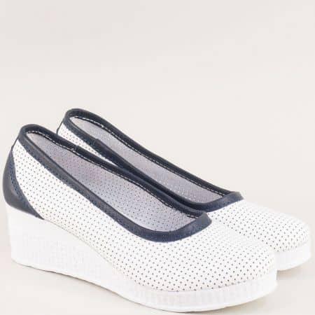 Кожени дамски обувки на клин ходило в бяло и синьо 28618206bs