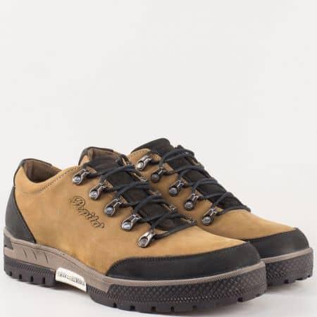 Мъжки бежови обувки с грайфер за разходки сред природата, от естествен набук 2893nbj