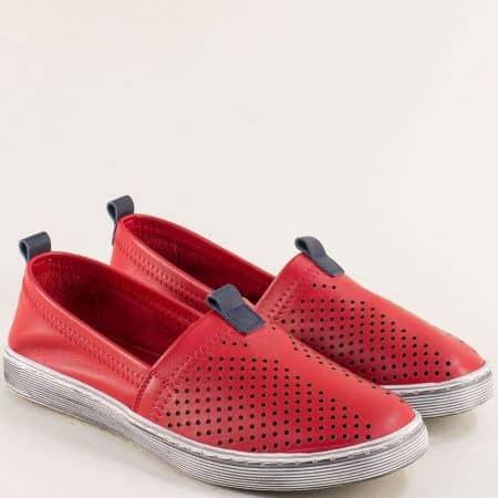 Равни дамски обувки от естествена кожа в червено с перфорация 3001chv