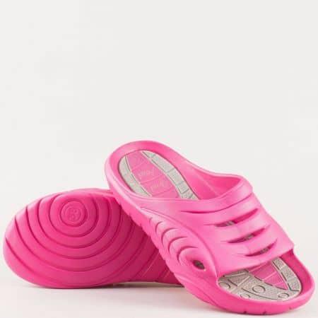 Дамски джапанки изработени от висококачествен гумен материал на удобно ходило в розов цвят 301282rz