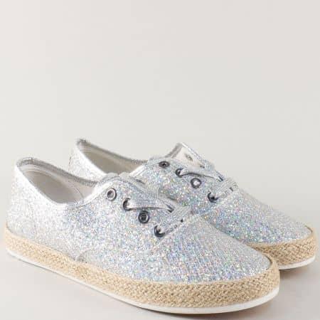 Спортни дамски обувки на равно ходило в сребрист цвят 30147-40sr
