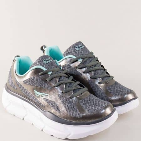 Дамски маратонки в сив цвят на лека и комфортна платформа 30195-40sv