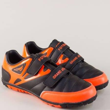 Модерни детски маратонки на равно ходило в черен и цвят оранж 30208-35ch