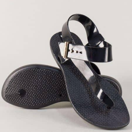 Дамски сандали с лента между пръста в черен цвят 30286ch