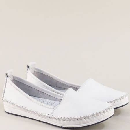 Бели дамски обувки тип мокасина от естествена кожа на равно ходило 3071010b