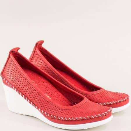Перфорирани дамски обувки с кожена стелка в червено 31121634chv