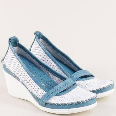 Кожени дамски обувки в бяло и синьо на клин ходило  31221634bs