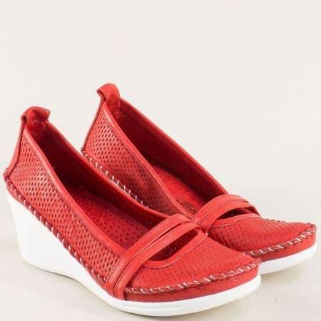 Перфорирани дамски обувки от естествена кожа в червено 31221634chv