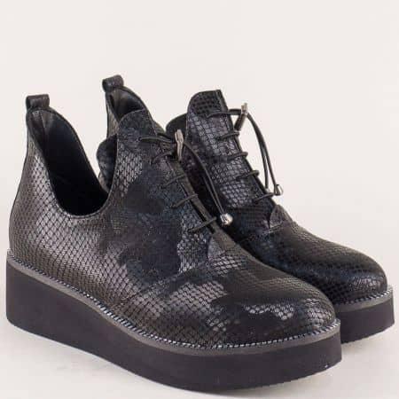 Кожени дамски обувки в черен цвят с ефектен принт 315364zch
