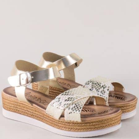 Златисти дамски сандали на стабилна и комфортна платформа 3185zl