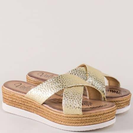 Златни дамски чехли на платформа от естествена кожа 3187zzl