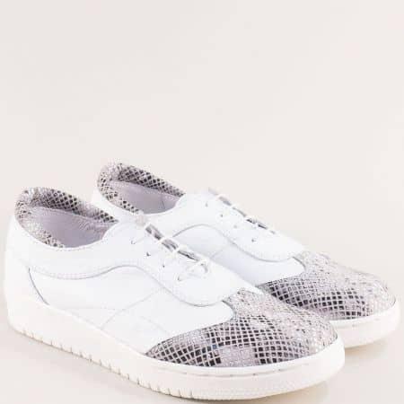 Бели дамски обувки със змийски принт от естествена кожа 3251608b