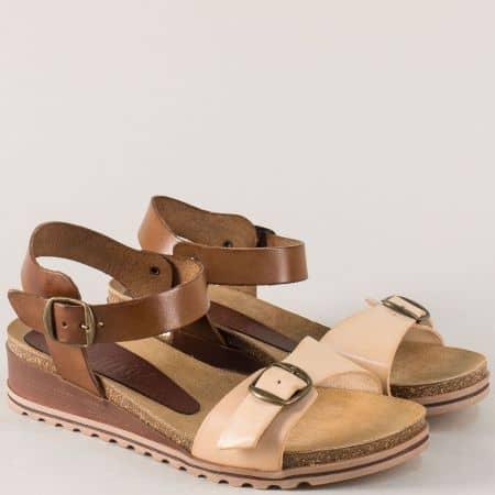 Кожени дамски сандали в тъмно кафяв и бежов цвят на платформа 3254bj