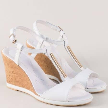 Кожени дамски сандали на клин ходило в бял цвят 34608b