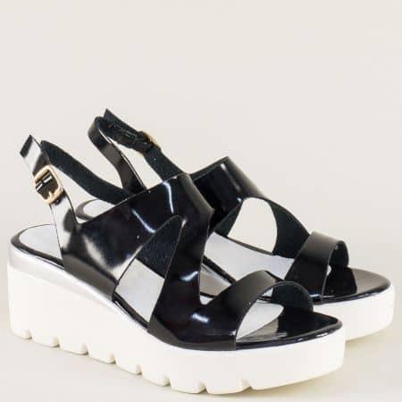 Лачени дамски сандали на платформа в черен цвят 34675lch
