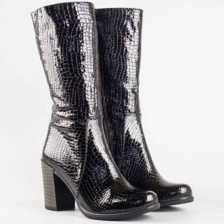 Дамски комфортни ботуши със сая изработена от висококачествен естествен лак в черен цвят 3500klch