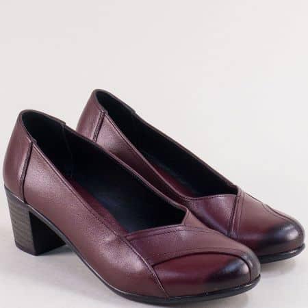 Кожени дамски обувки в цвят бордо на среден ток 3811bd
