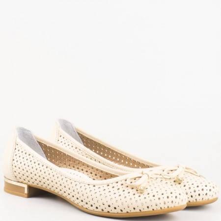 Удобни перфорирани дамски обувки с нежна панделка, изработени от 100% естествена кожа в бежов цвят 39257bj