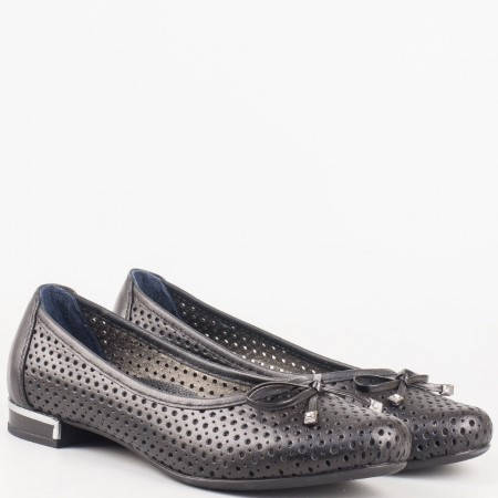 Удобни перфорирани дамски обувки с нежна панделка, изработени от 100% естествена кожа в черен цвят 39257ch
