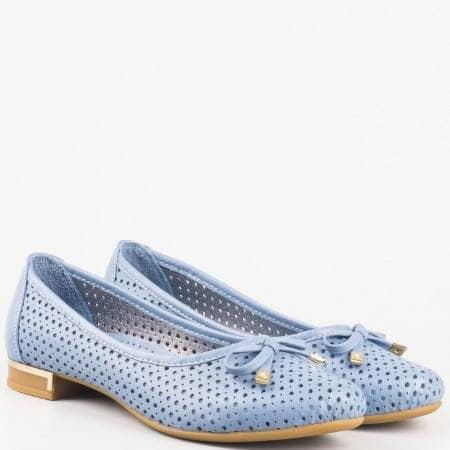 Дамски обувки, тип балерини, изработени изцяло от естествена кожа с перфорация в син цвят 39257s