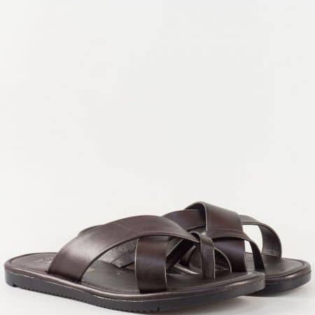 Мъжки чехли за всеки ден на комфортно ходило изработени от изцяло естествена кожа в тъмно кафяв цвят 399kk