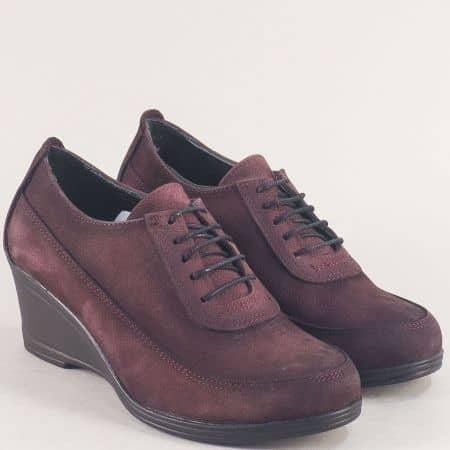 Дамски обувки на клин ходило от естествен набук в бордо 40115186nbd