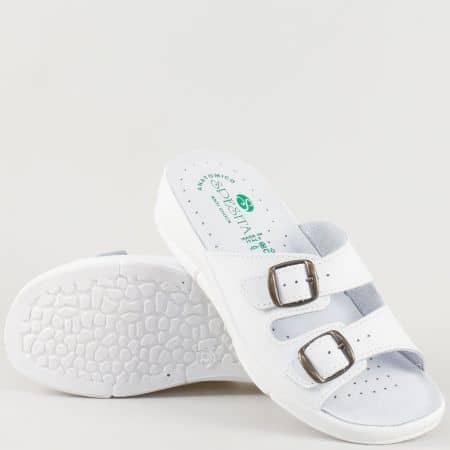 Бели дамски чехли на анатомично ходило с каишки и катарами 404b