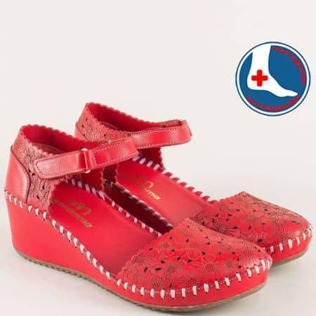 Ортопедични дамски сандали на клин ходило в червено 4108chv