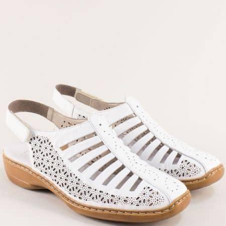 Бели дамски сандали със затворени пръсти и перфорация- RIEKER 413555b