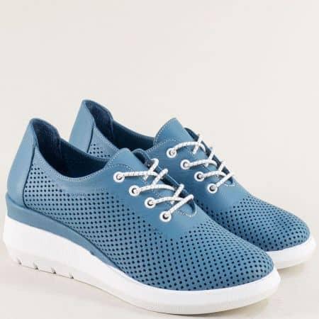 Спортни дамски обувки от естествена кожа в син цвят на олекотена платформа 41727s