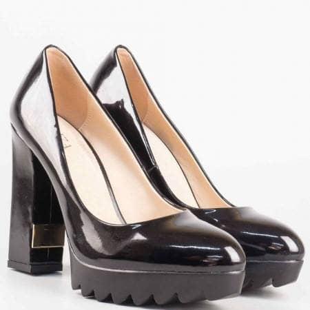 Дамски фешън обувки на висок ток в черен лак с кожена стелка 427lch