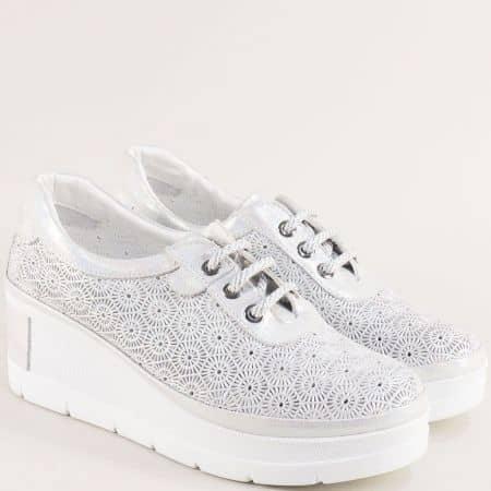 Сребристи дамски обувки от сатен и естествена кожа на платформа 434948ssr