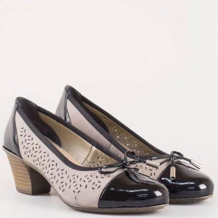 Дамски ежедневни обувки на среден ток с перфорация от естествен лак в сиво и черно- швейцарският производител Rieker  45079chsv
