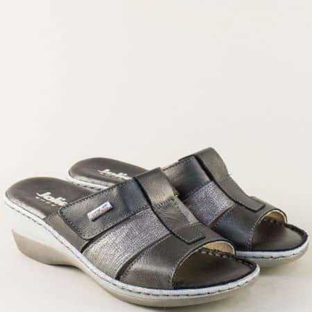 Дамски чехли в черно и бронз на платформа с лепка 460651brz