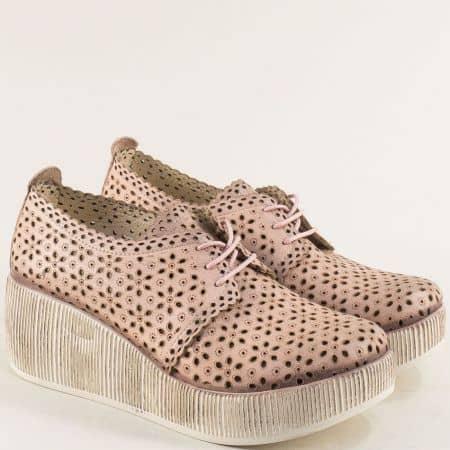 Перфорирани дамски обувки от естествена кожа в розово 478162rz