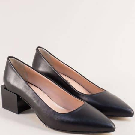 Дамски обувки от естествена кожа на среден ток в черен цвят 4811462ch