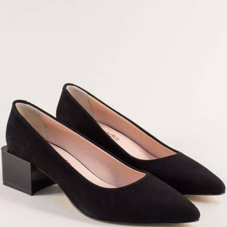 Велурени дамски обувки в черно на среден ток с кожена стелка 4811462nch
