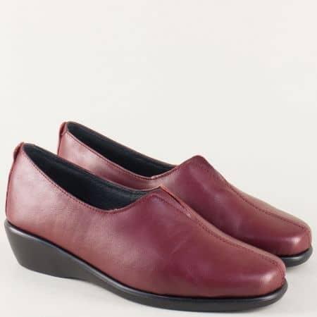 Кожени дамски обувки в цвят бордо на равно ходило 4956bd