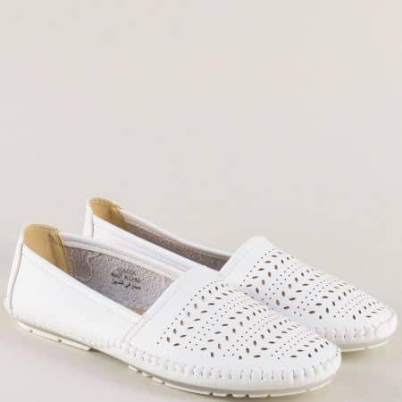 Бели дамски обувки с перфорация на равно ходило 506004b