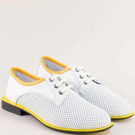 Кожени дамски обувки с перфорация и връзки в бяло и жълто 511jb