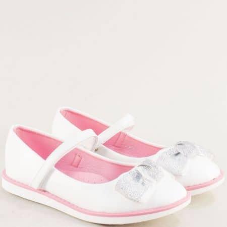 Бели детски обувки с фино коланче и лепка- MAT STAR 524030-35b