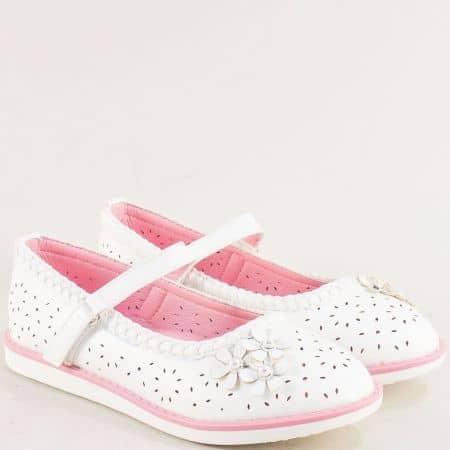 Бели детски обувки с перфорация и лепка- MAT STAR 524032b