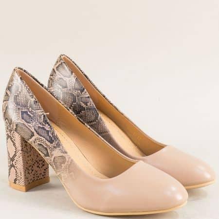 Бежови дамски обувки на висок ток със змийски принт 525067bj