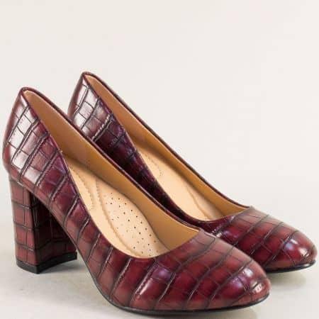 Дамски обувки на висок ток с кроко принт в цвят бордо 525093bd