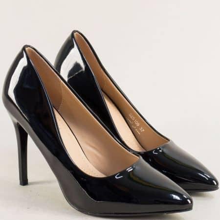 Елегантни дамски обувки на висок тънък ток в черен лак 525109lch