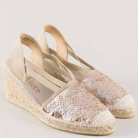 Модерни дамски сандали S. Oliver на клин ходило в бежово 528325bj